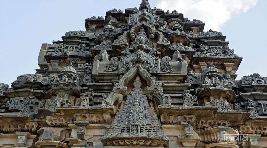 Temple and Sculpture Gallery, Lakkundi